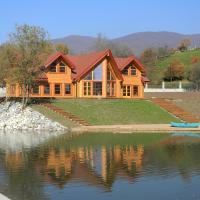Luxury_Log_Cabin_Lake_House_3.jpg