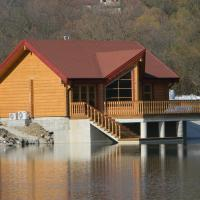 Luxury_Log_Cabin_Lake_House_8.jpg